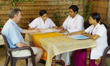 Sitaram Ayurveda Beach Retreat Arzt Gespräch